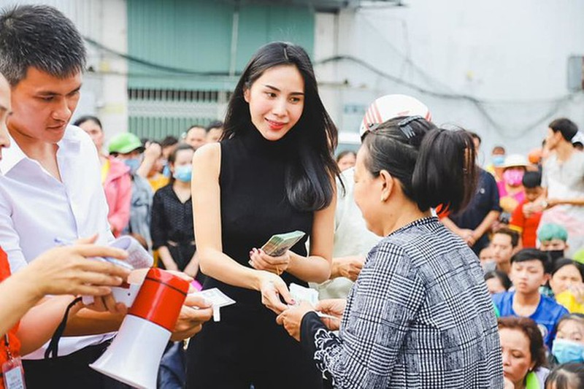 Cong an TPHCM xac minh don to cao ca si Thuy Tien tu thien mien Trung-Hinh-5