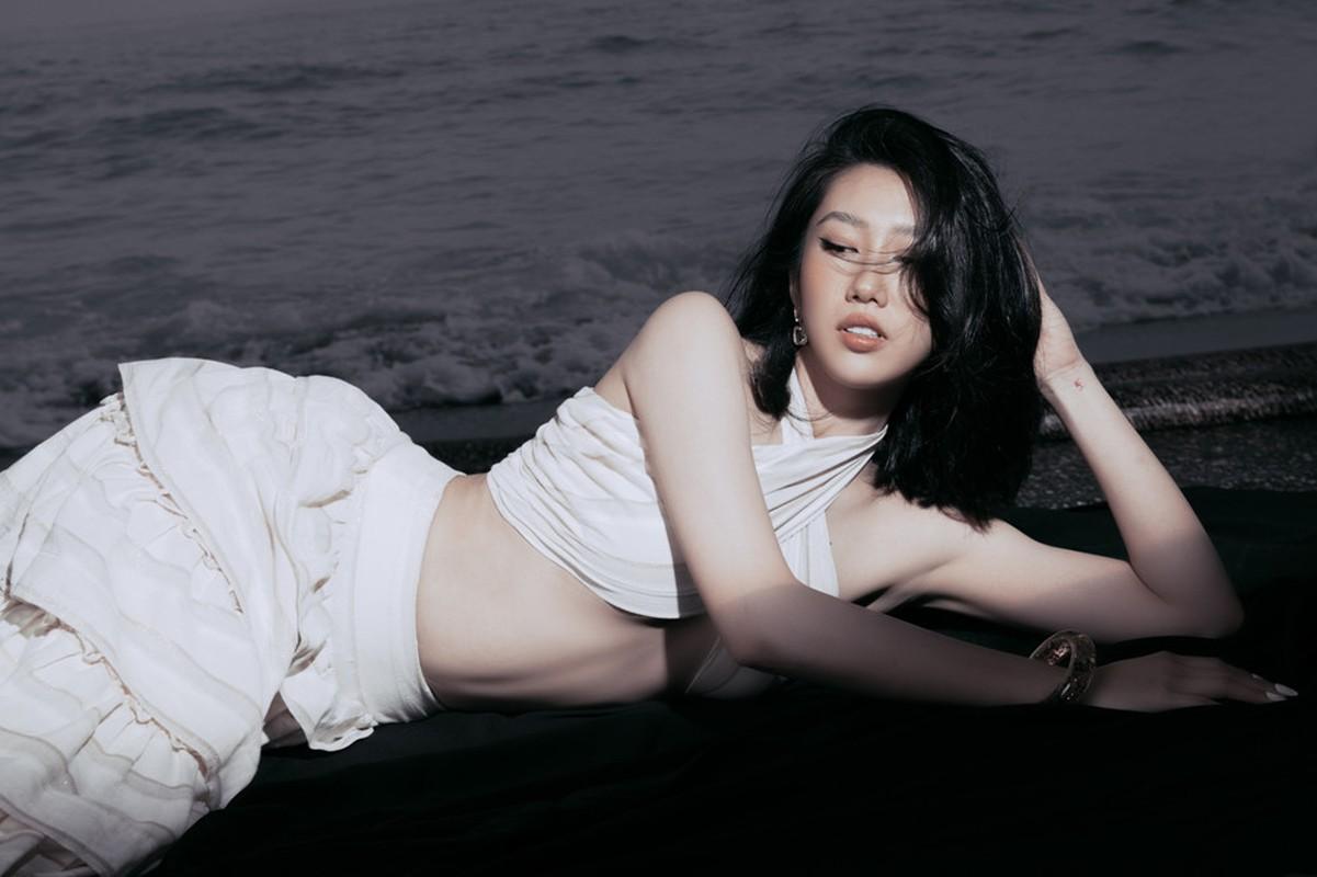 Thuy Ngan khoe eo thon, chan dai-Hinh-3
