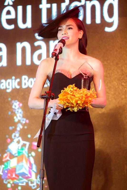 Nhan sac Ho Ngoc Ha thay doi the nao sau nam thang-Hinh-14