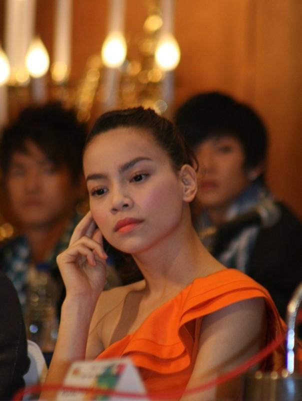 Nhan sac Ho Ngoc Ha thay doi the nao sau nam thang-Hinh-9