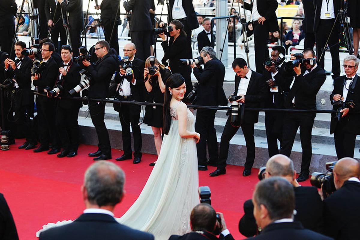 Ly Nha Ky co nguoi chinh vay tren tham do Cannes-Hinh-11