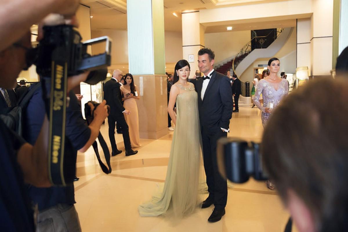 Ly Nha Ky co nguoi chinh vay tren tham do Cannes-Hinh-4