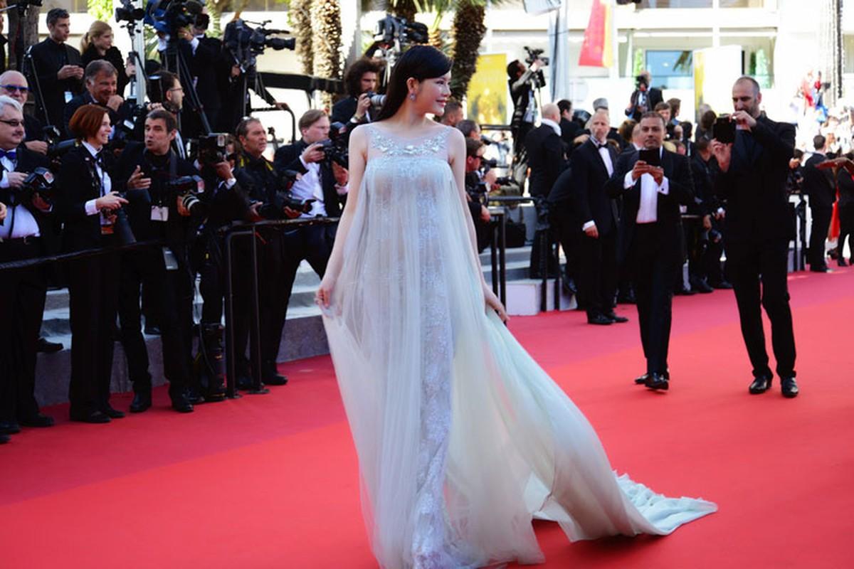 Ly Nha Ky co nguoi chinh vay tren tham do Cannes-Hinh-8
