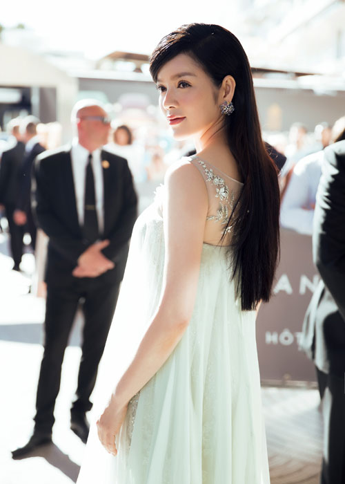 Ly Nha Ky co nguoi chinh vay tren tham do Cannes