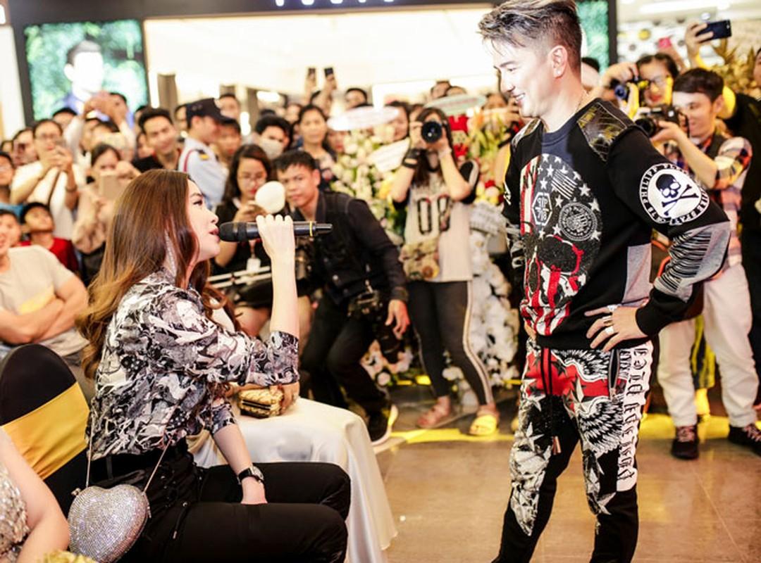 Le Quyen, Ho Ngoc Ha ngo lo nhau trong su kien cua Mr. Dam-Hinh-5