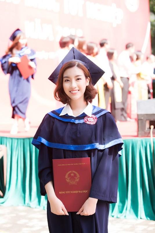 Do My Linh nhan bang tot nghiep truoc 1 ngay het nhiem ky HHVN-Hinh-12