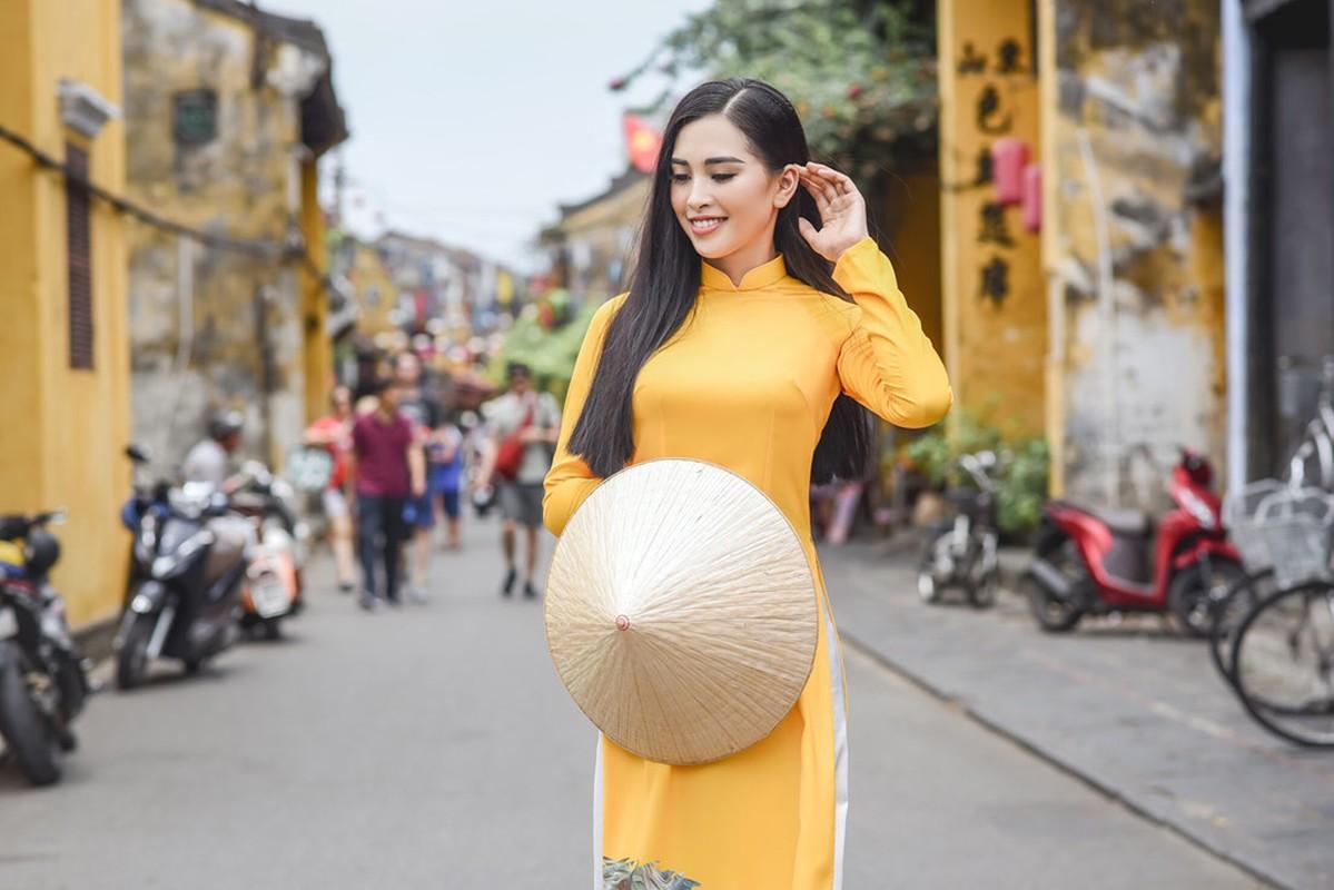 Hoa ra Tran Tieu Vy tung lam nguoi mau cho Hoa hau Ngoc Han