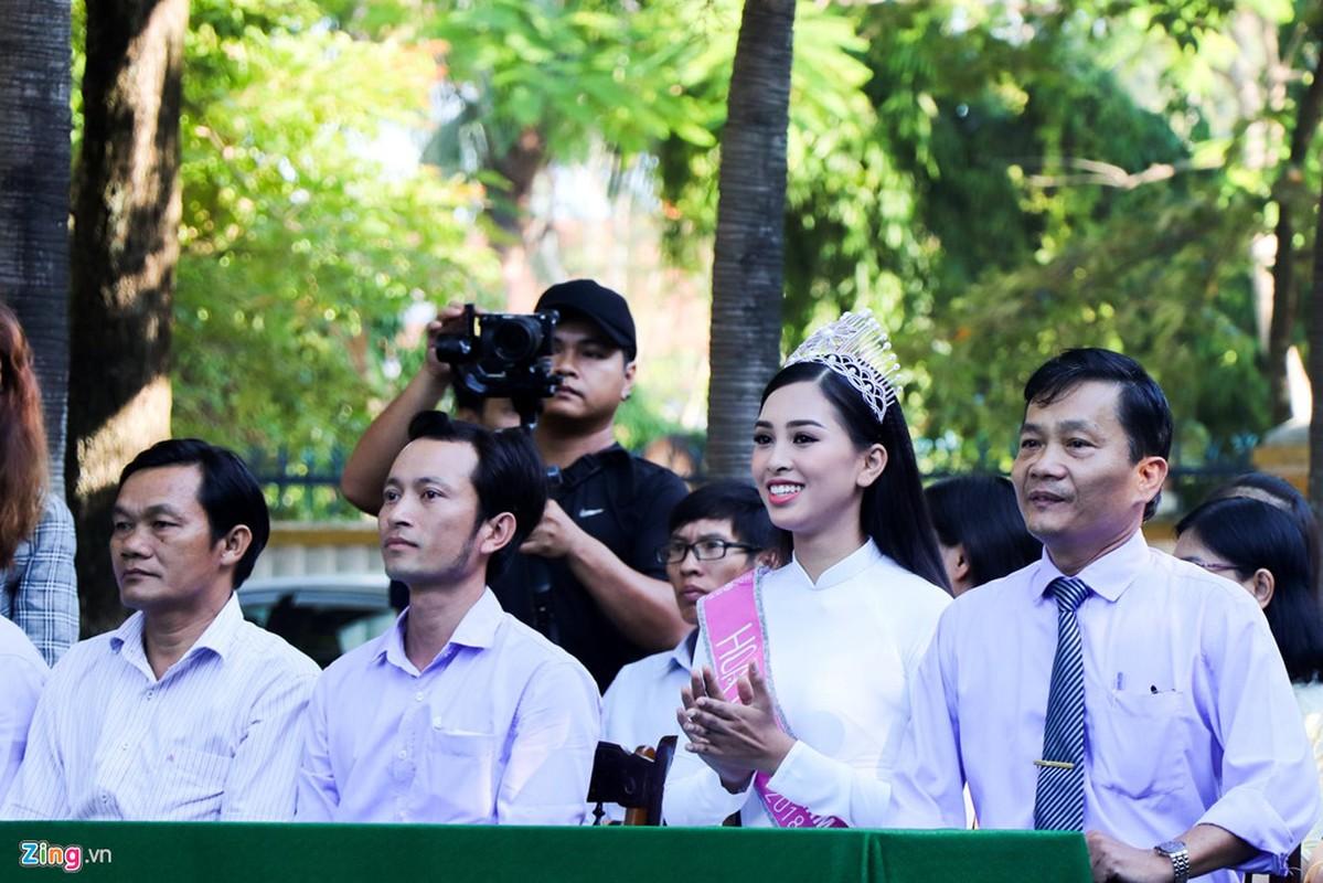 Tran Tieu Vy ve tham truong cu tai Hoi An sau dang quang-Hinh-3