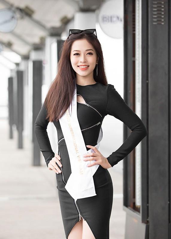 Hoa hau Tieu Vy tuoi roi tien Phuong Nga di thi quoc te-Hinh-2