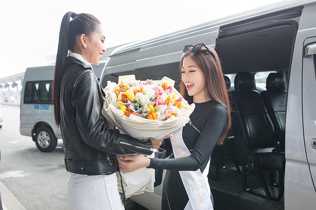 Hoa hau Tieu Vy tuoi roi tien Phuong Nga di thi quoc te-Hinh-5