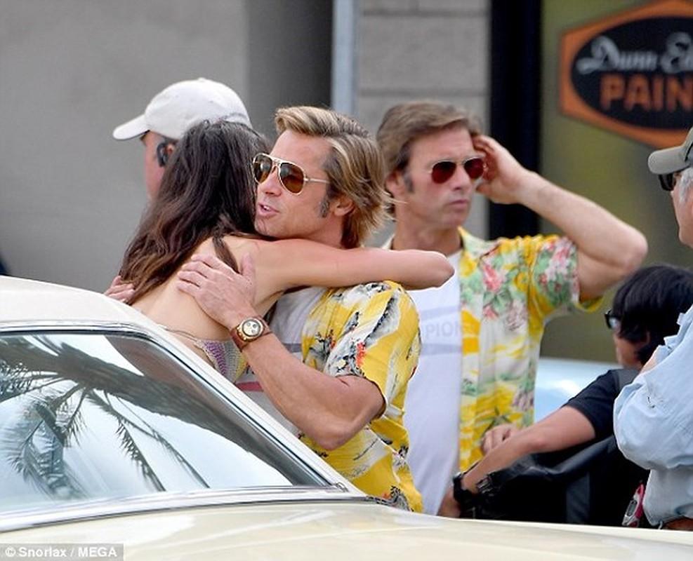 Brad Pitt than nhien om ban dien nu o phim truong