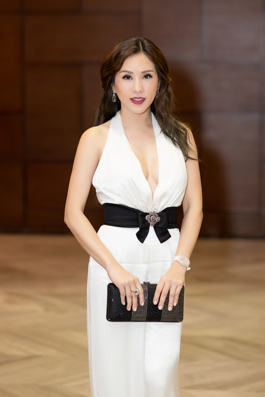 Hoa hau Thu Hoai duoc tinh tre 8X ho tong di su kien-Hinh-3