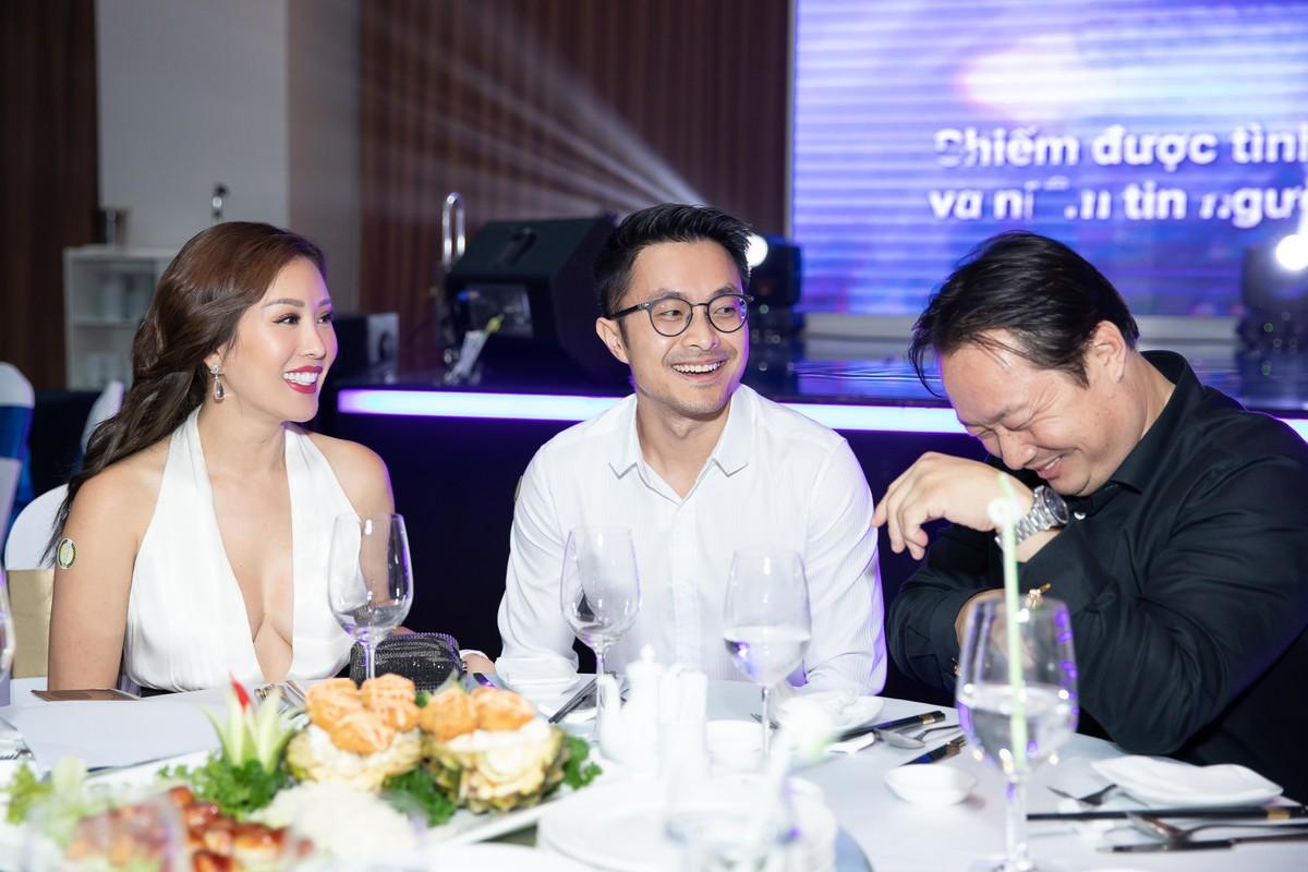 Hoa hau Thu Hoai duoc tinh tre 8X ho tong di su kien-Hinh-7
