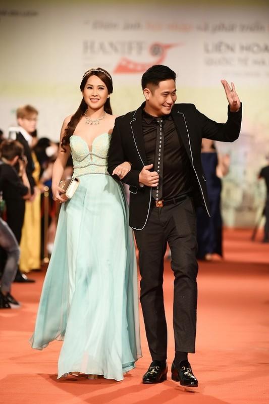 Dan my nhan Viet khoe nhan sac long lay tren tham do-Hinh-10