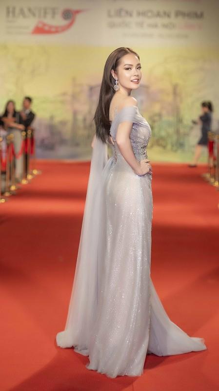 Dan my nhan Viet khoe nhan sac long lay tren tham do-Hinh-7