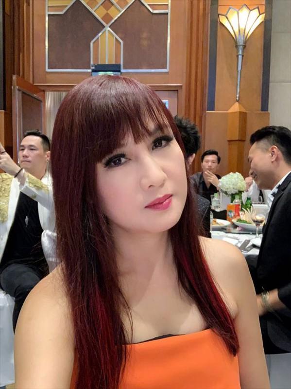 Loat anh dam cuoi Truong Nam Thanh va nu dai gia hon tuoi-Hinh-4