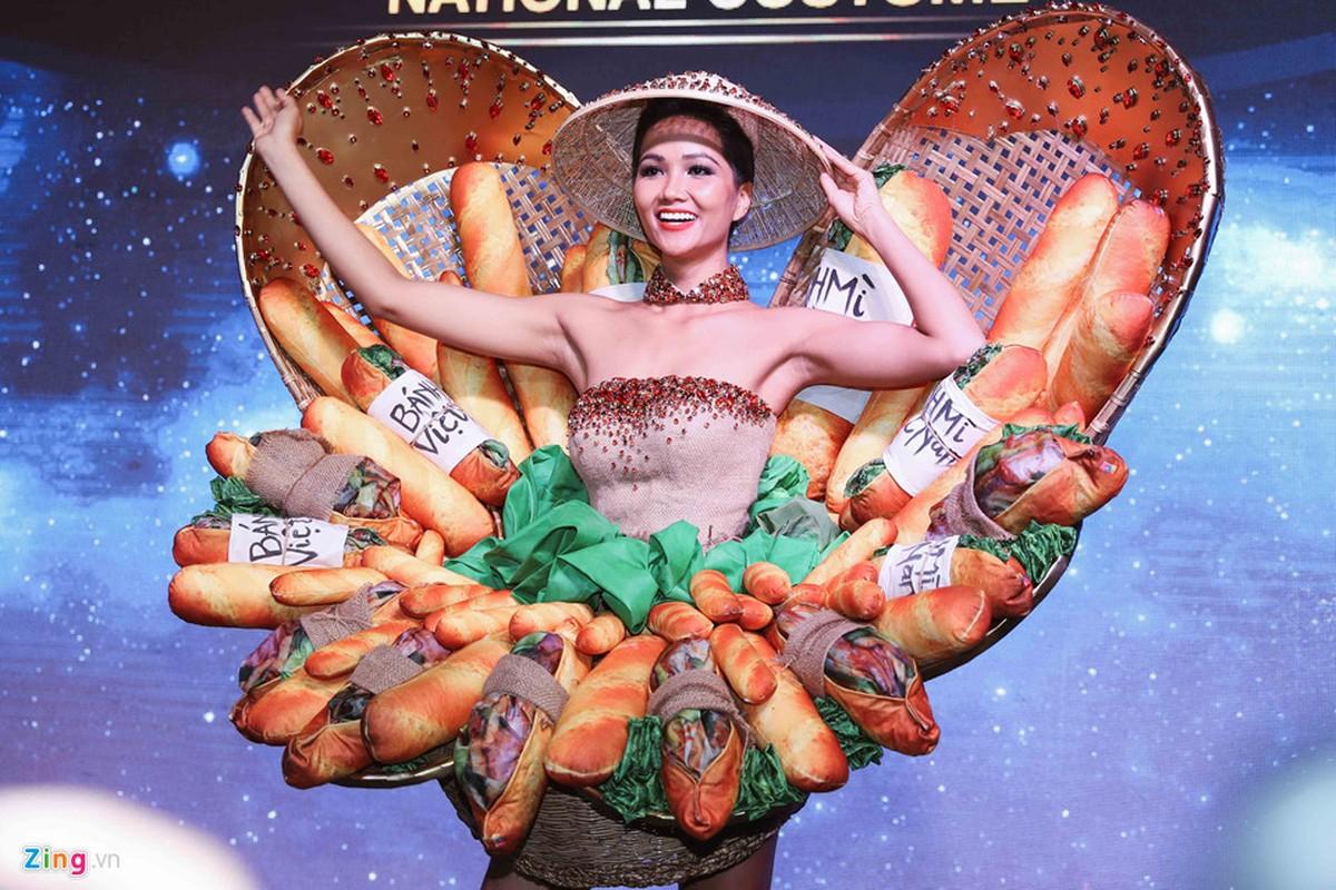 H'Hen Nie cong bo quoc phuc banh my tung gay tranh cai-Hinh-2