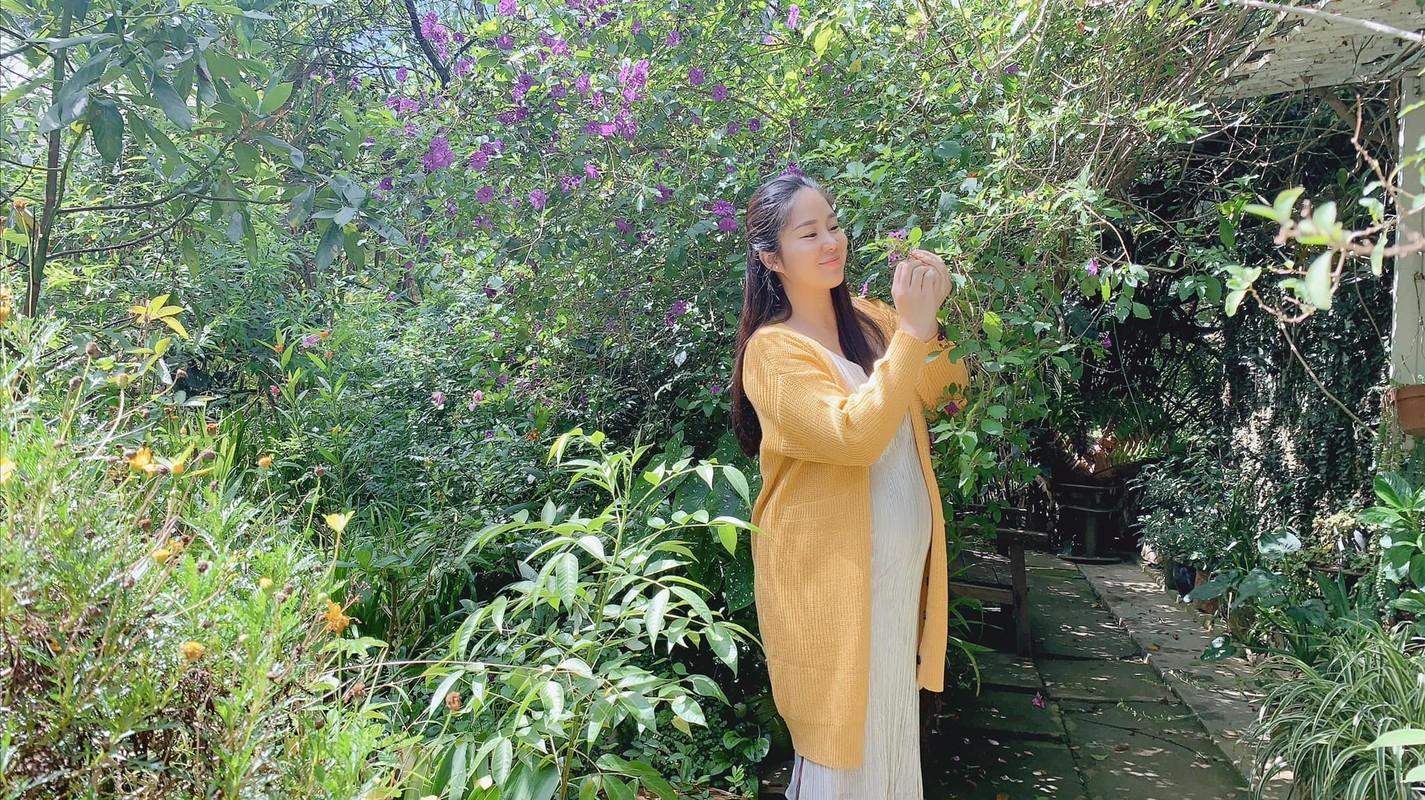 Le Phuong vac bung bau di du hi cung ban than Ngan Khanh