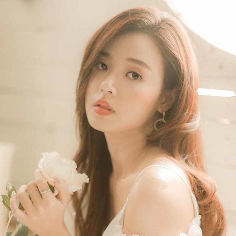 Soi duong tinh cua Huyen Lizzie va loat hot girl Viet doi dau-Hinh-7