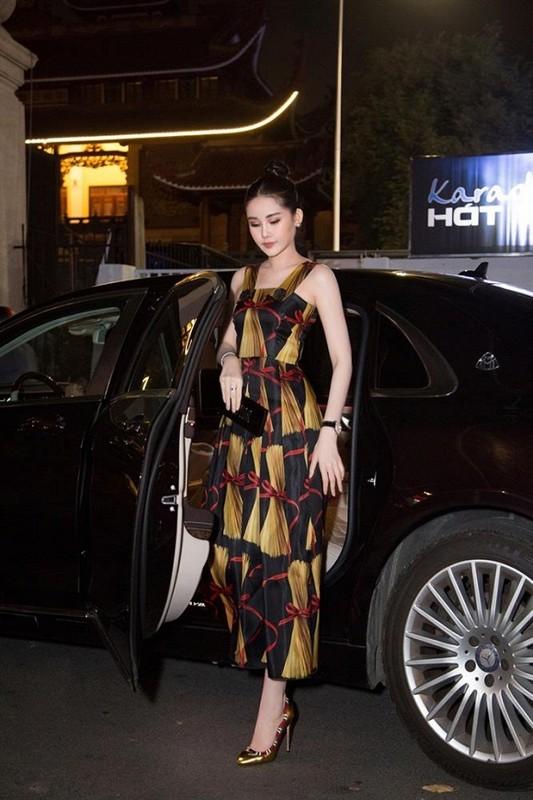 Le Au Ngan Anh sang chanh voi set do hon nua ty gay soc-Hinh-2