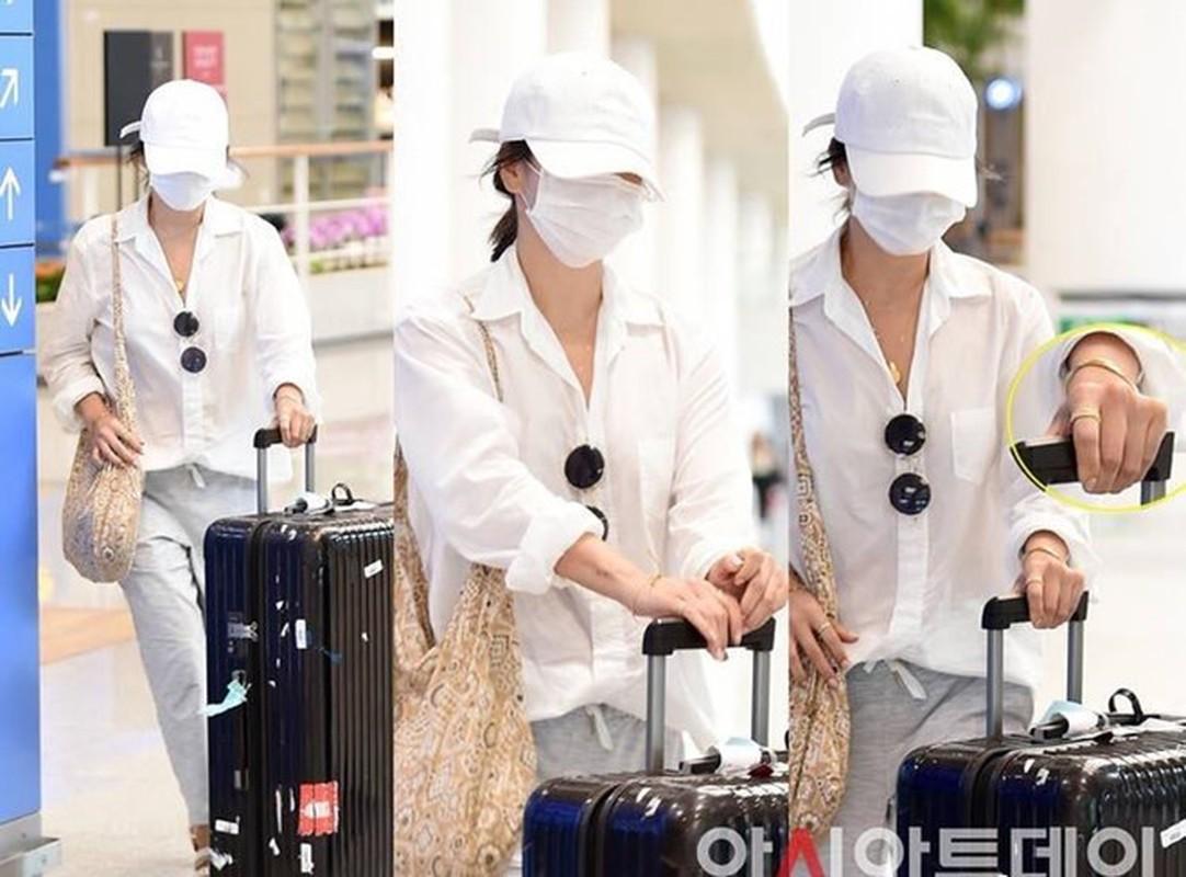 Song Hye Kyo che kin mat di du lich mot minh truoc ngay ly hon-Hinh-2