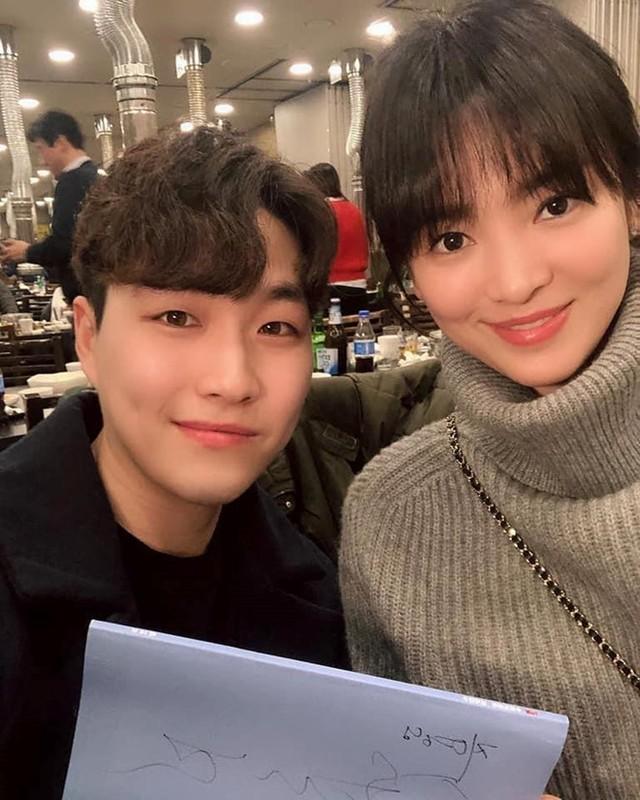 Song Hye Kyo che kin mat di du lich mot minh truoc ngay ly hon-Hinh-3