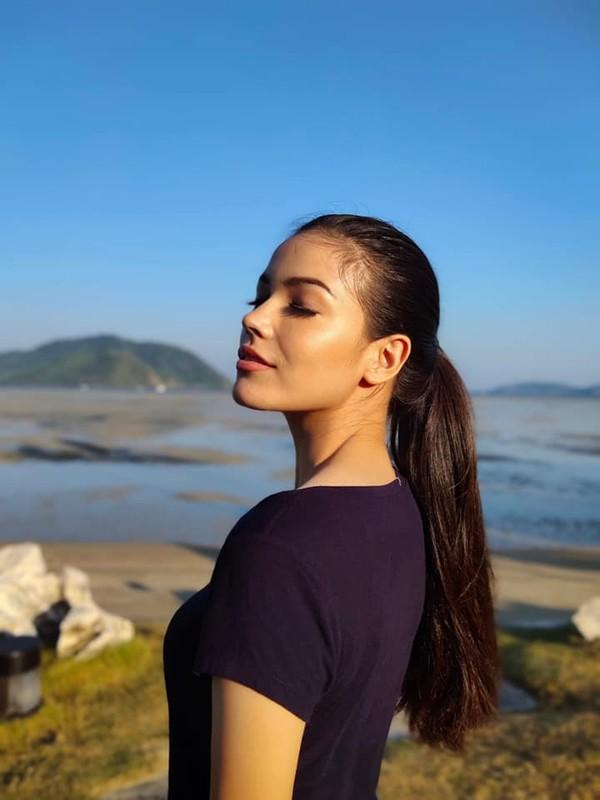 Soi tai, sac doi thu dang gom cua Hoang Thuy tai Miss Universe 2019-Hinh-12