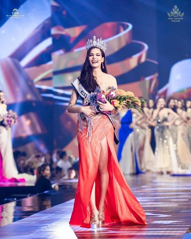 Soi tai, sac doi thu dang gom cua Hoang Thuy tai Miss Universe 2019-Hinh-2