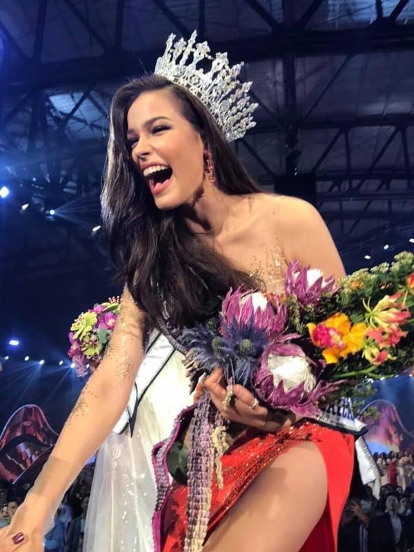 Soi tai, sac doi thu dang gom cua Hoang Thuy tai Miss Universe 2019-Hinh-4