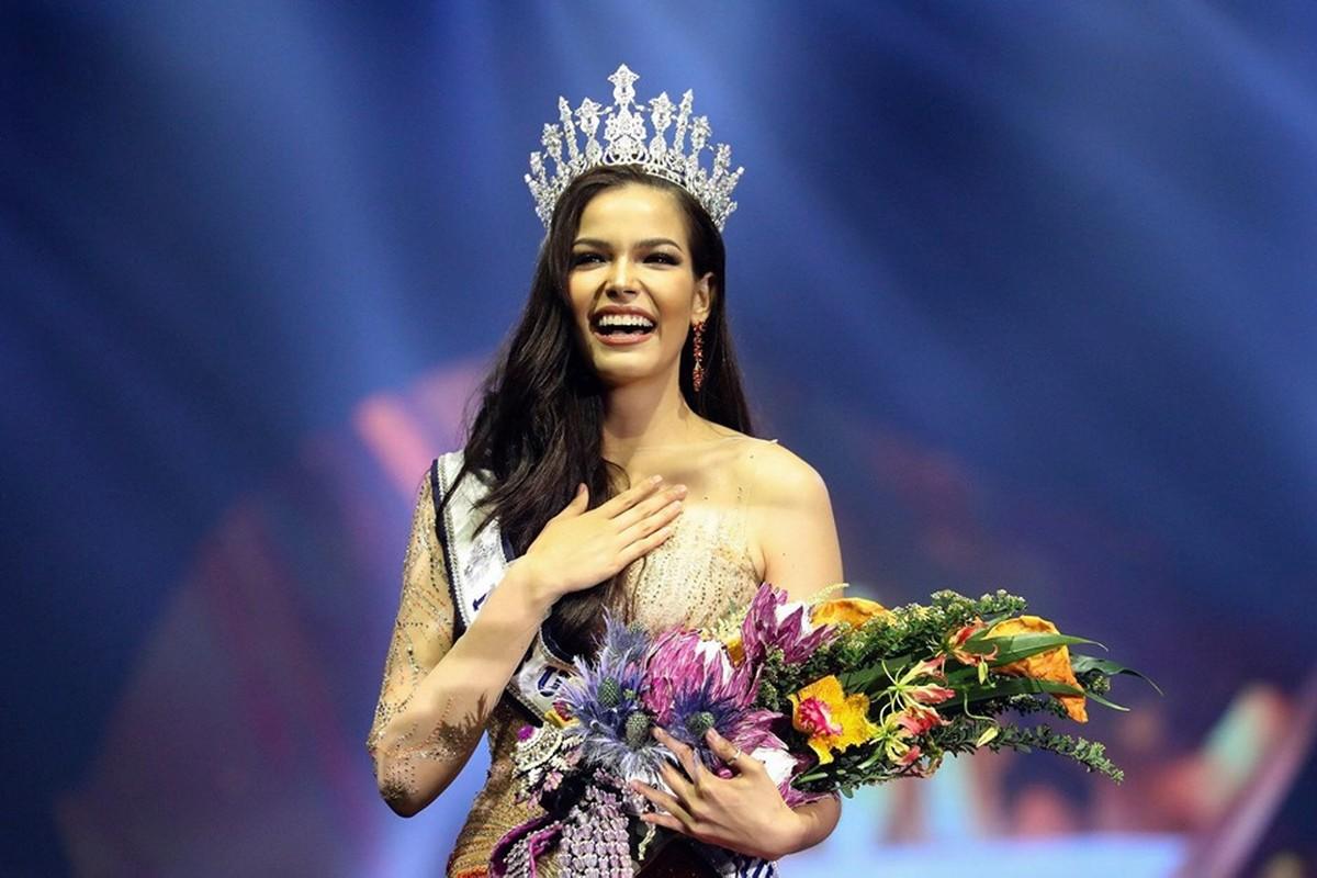 Soi tai, sac doi thu dang gom cua Hoang Thuy tai Miss Universe 2019