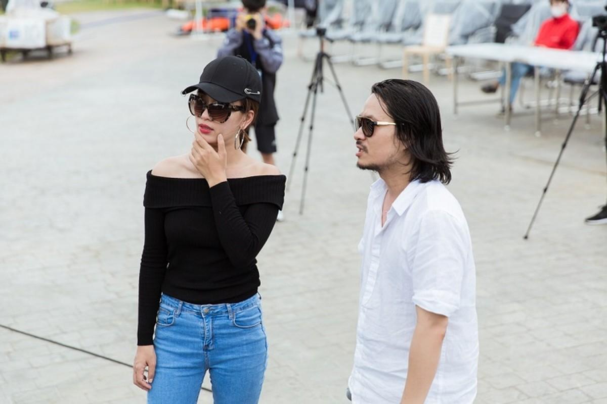Le Quyen choi troi dien set do tien ty tong duyet Miss World Viet Nam-Hinh-12