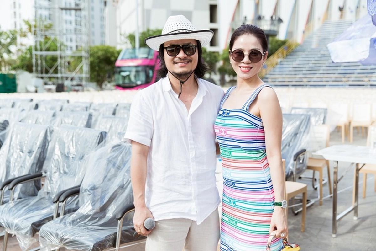 Le Quyen choi troi dien set do tien ty tong duyet Miss World Viet Nam-Hinh-2
