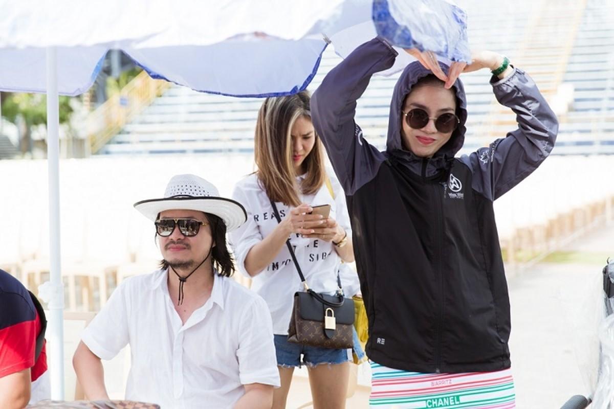 Le Quyen choi troi dien set do tien ty tong duyet Miss World Viet Nam-Hinh-3