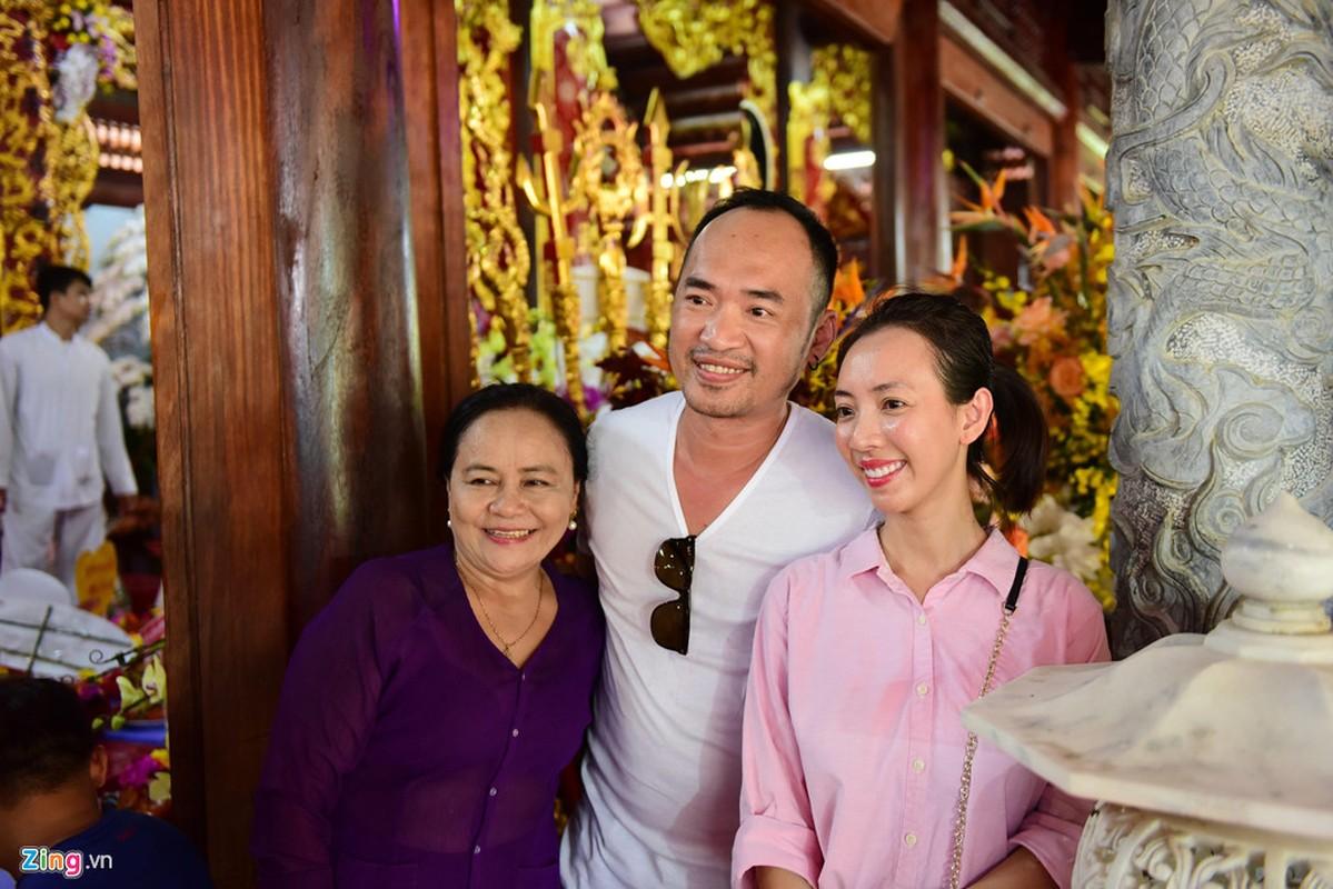 Ho Ngoc Ha va dan sao dang huong o nha tho To cua Hoai Linh-Hinh-11