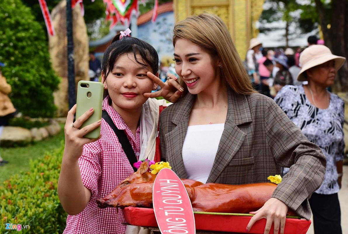 Ho Ngoc Ha va dan sao dang huong o nha tho To cua Hoai Linh-Hinh-5