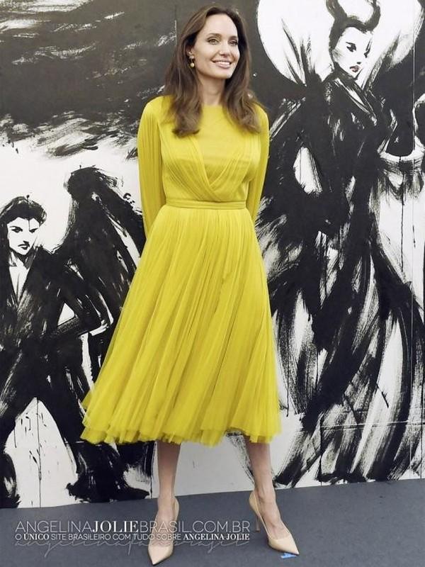 Angelina Jolie than thai ngut ngan khi xuat hien, dep nao long