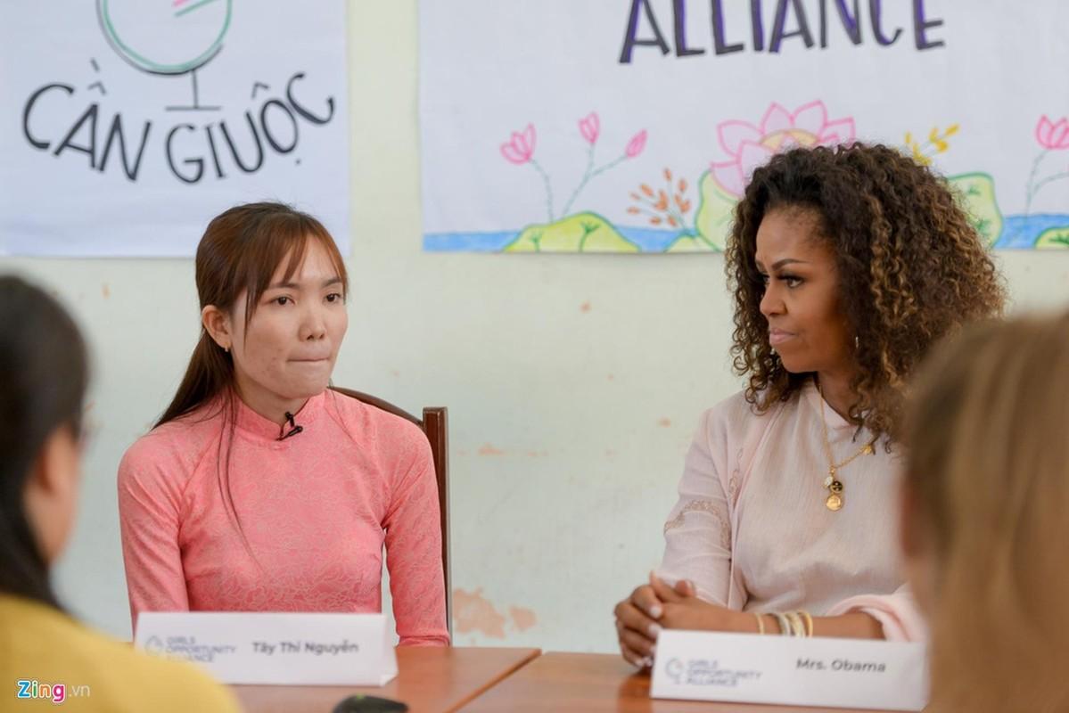 Ba Obama, dien vien Julia Robert, Ngo Thanh Van xuc dong trong buoi gap go o Long An-Hinh-2