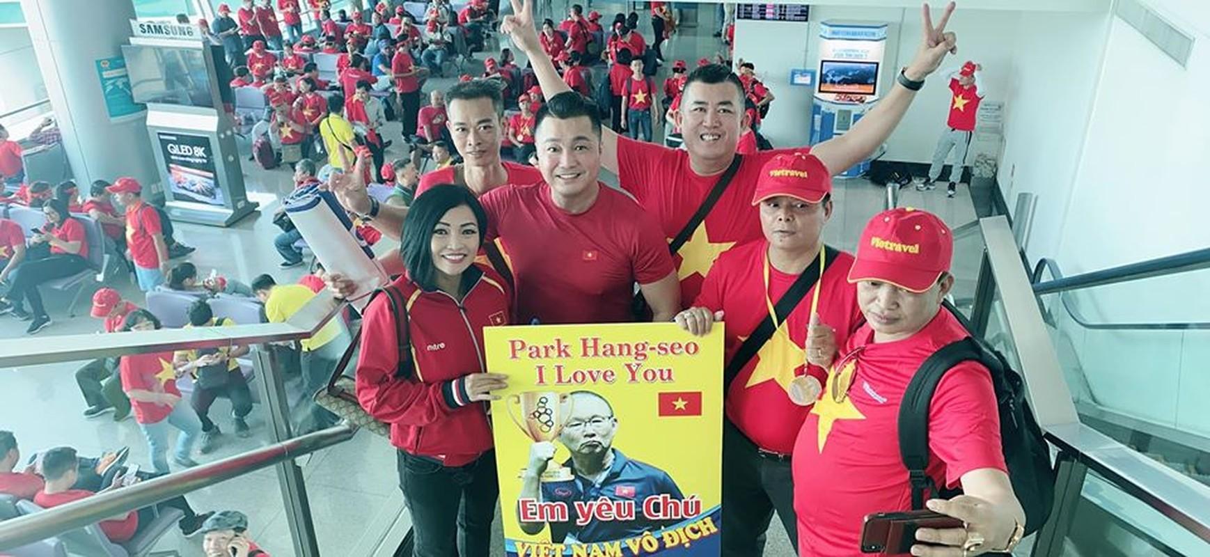 Phuong Thanh, Ly Hung mac ao co do sao vang sang Philippines ung ho U22 Viet Nam-Hinh-2