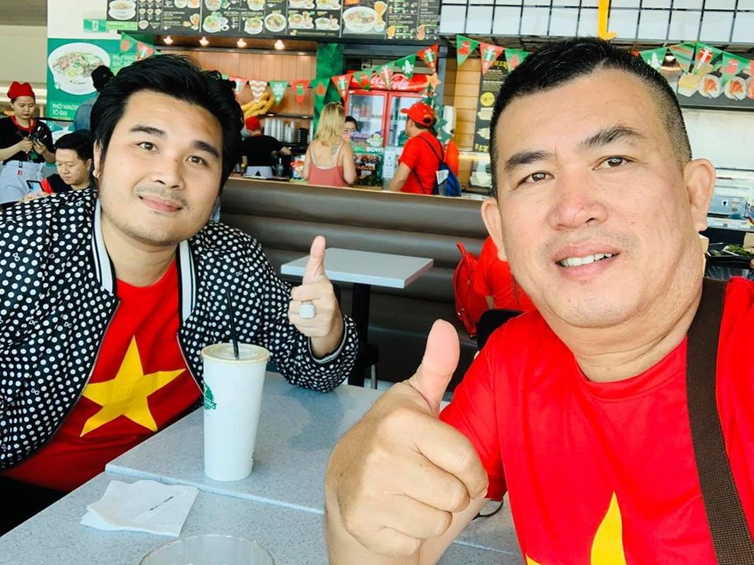 Phuong Thanh, Ly Hung mac ao co do sao vang sang Philippines ung ho U22 Viet Nam-Hinh-9