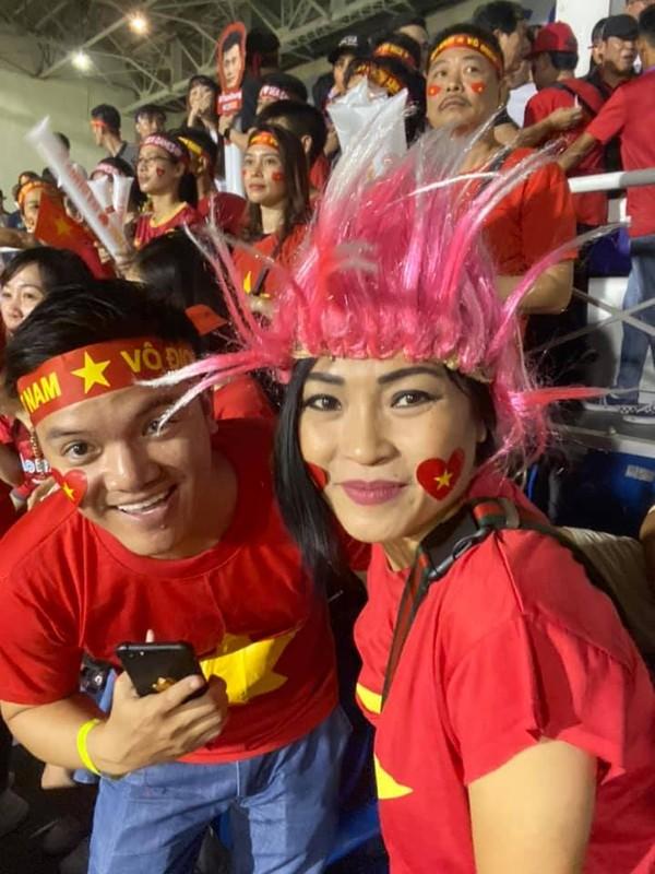 Phuong Thanh va vat o san bay Philippines van phan khich vi Viet Nam chien thang-Hinh-3