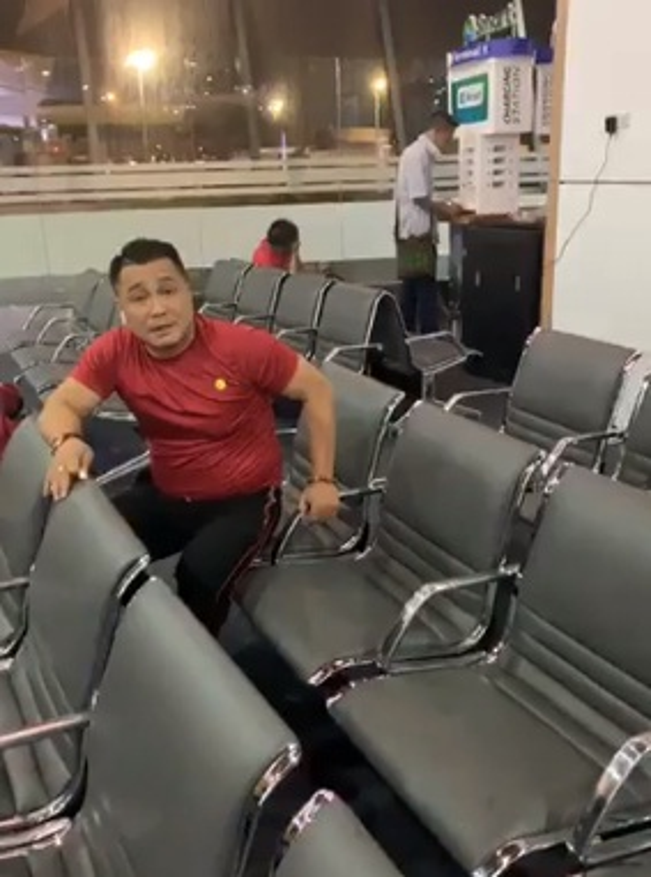 Phuong Thanh va vat o san bay Philippines van phan khich vi Viet Nam chien thang-Hinh-7