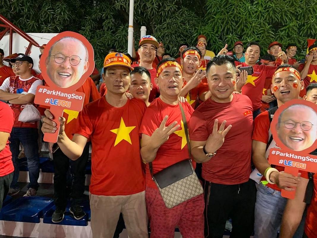 Phuong Thanh va vat o san bay Philippines van phan khich vi Viet Nam chien thang-Hinh-9