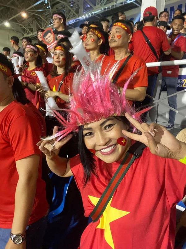 Phuong Thanh va vat o san bay Philippines van phan khich vi Viet Nam chien thang