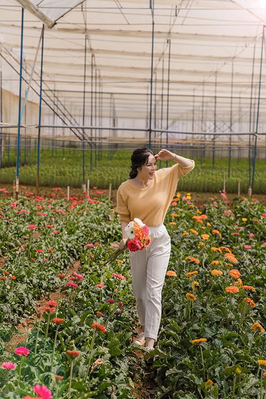 Ly Nha Ky dep nao long khi khoe anh hai hoa o Da Lat-Hinh-2