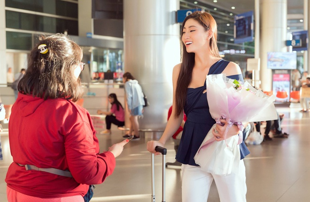 Luong Thuy Linh xinh boi phan ngay tro ve tu Miss World-Hinh-5