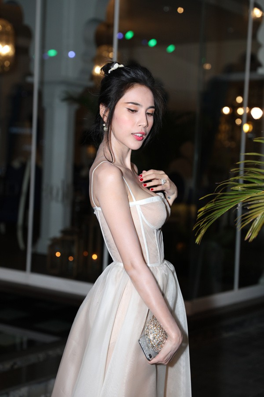 Thuy Tien bi che khong thuong tiec vi than hinh gay nhom-Hinh-4