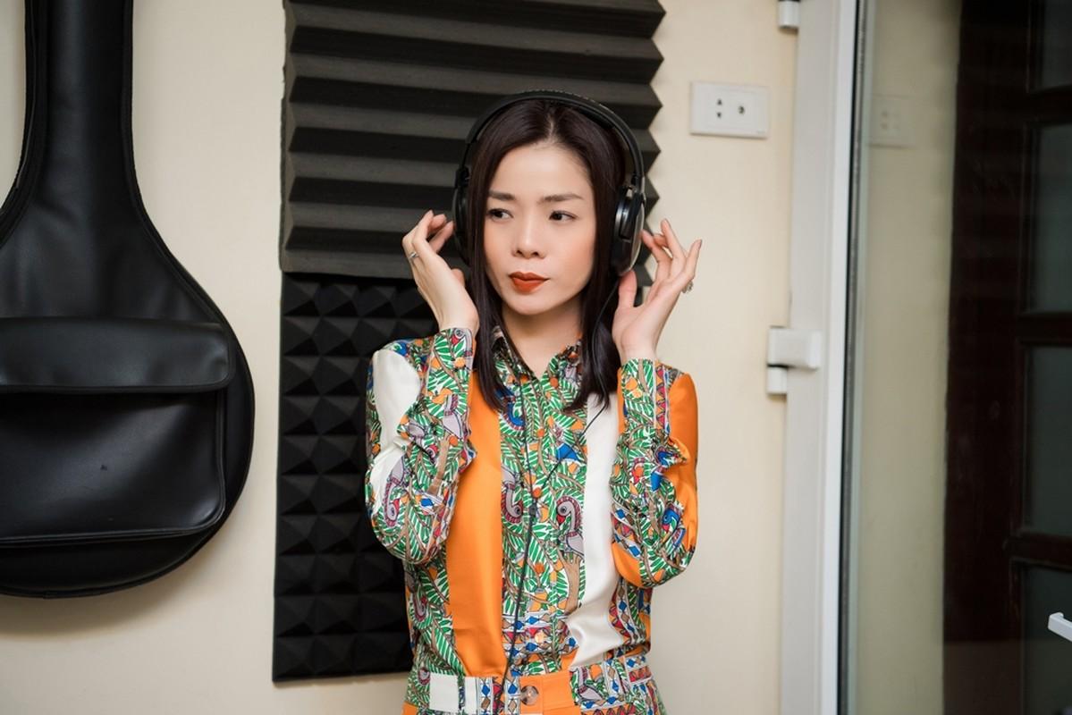 Le Quyen choi lon dat vang dao cu san khau cho Q show tien ty-Hinh-12
