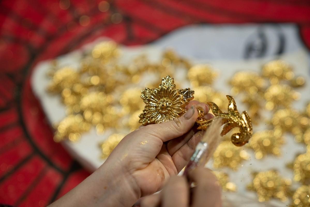 Le Quyen choi lon dat vang dao cu san khau cho Q show tien ty-Hinh-4