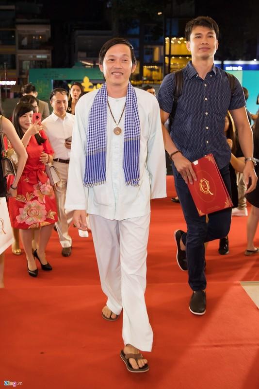 Hoai Linh mac ao ba ba, di dep le cung dan sao du live show Le Quyen-Hinh-2