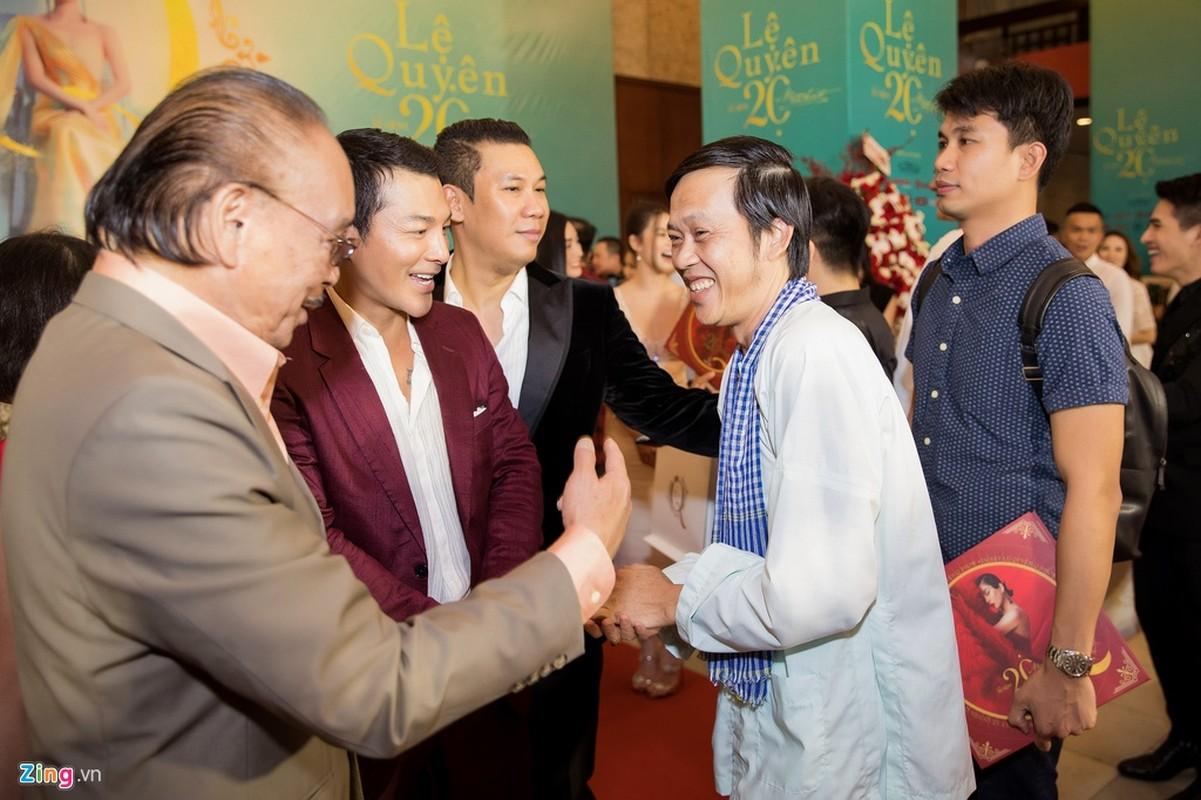 Hoai Linh mac ao ba ba, di dep le cung dan sao du live show Le Quyen-Hinh-3